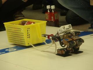 こんなに小さいロボットでも運べるんです!